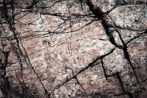 oude gebarsten steen foto