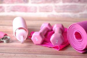roze kleur dumbbells foto