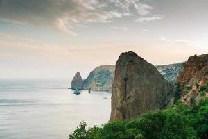 de bergen van kaap gloeiend op de Krim foto