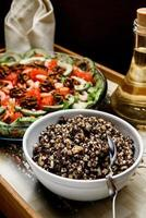 gekookte rijst met rozijnen en honing foto