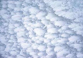 ijsvleugels op bevroren sneeuw foto