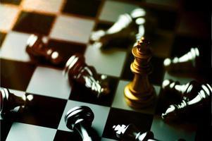 schaakbordspel om planning en strategie te oefenen foto