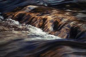 wazig rivierwater textuur foto