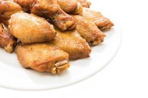 gegrilde bbq kippenvleugel in witte plaat foto