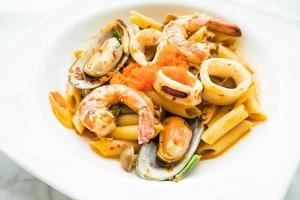 penne zeevruchten tom yum pasta