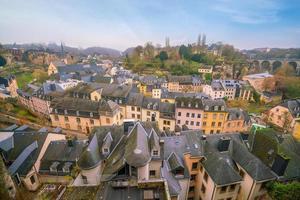 skyline van de oude stad luxemburg stad vanaf bovenaanzicht