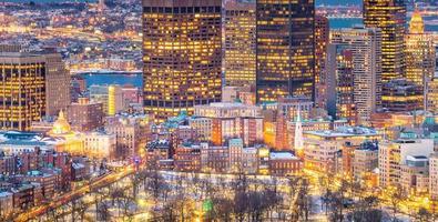 Boston skyline van de binnenstad in de VS 's nachts