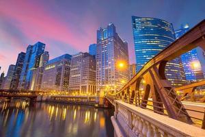 het centrum van Chicago en de rivier van Chicago