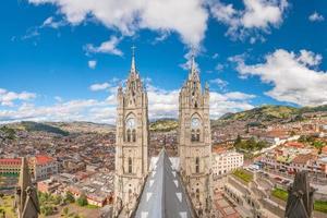 basilica del voto nacional en het centrum van Quito