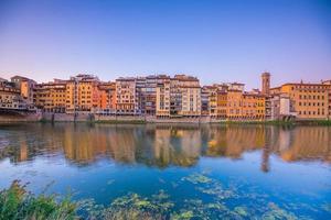 Florence stad en de rivier de Arno in Toscane foto