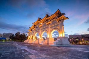 hoofdingang van de nationale herdenkingshal van Chiang Kai-shek in de stad Taipei foto