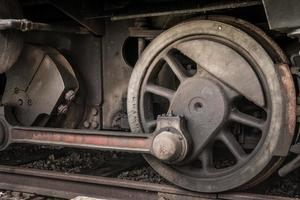 aandrijfwiel van een oude locomotief foto