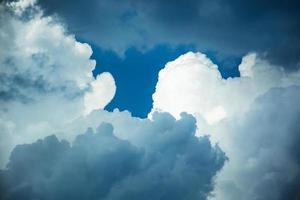 stormachtige wolken in de lucht foto