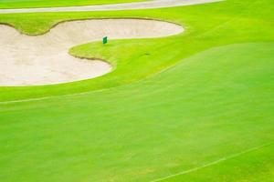 bovenaanzicht van een golfbaan foto