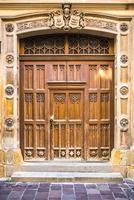 oude vintage houten en metalen deur foto