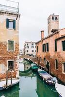 Venetië, Italië 2017- smalle straatjes en grachten van Venetië foto