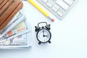 close-up van contant geld in portemonnee op tafel foto