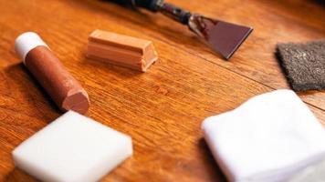 gereedschap voor het herstellen van laminaat en parket foto