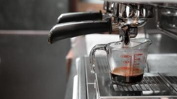 espresso in een maatbeker