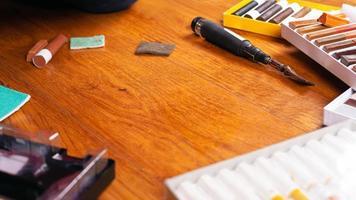 set gereedschappen voor houtherstel foto