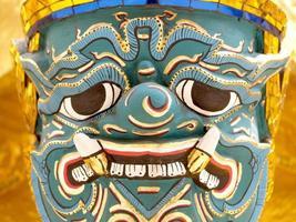 bangkok, thailand, 2021 - wat phra kaew-sculptuur foto