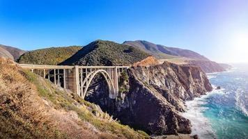bixby creek bridge op de pacific highway, california, usa foto