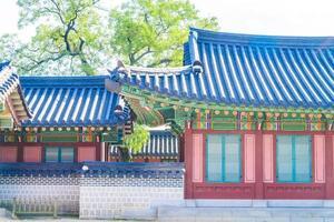 gebouwen in changdeokgung-paleis in de stad van seoel, zuid-korea foto