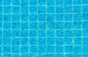 bovenaanzicht zwembad blauwe geripte water abstracte achtergrond foto