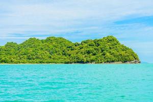 prachtig tropisch eiland, strand, zee en oceaan