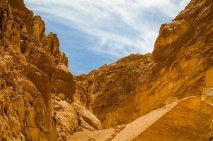 hemel over rotsachtige bergen foto