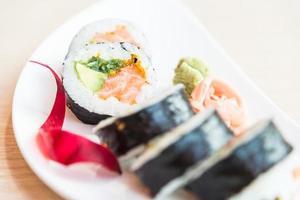 sushi roll zalm maki