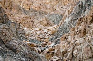 stenen verstopping in de bergen