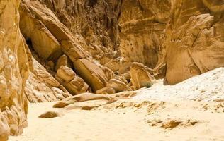 rotsen en zand foto