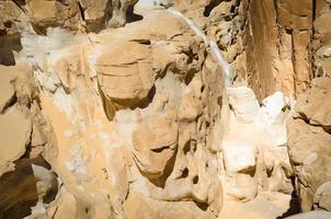 rotsen van een kloof gedurende de dag