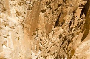 ruige rotsachtige bergen foto