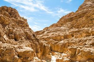 canyon-vallei met blauwe hemel foto