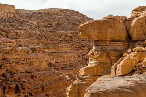 rotsformaties op een canyon foto