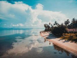 luchtfoto van de zee op het eiland Koh Samui, Thailand