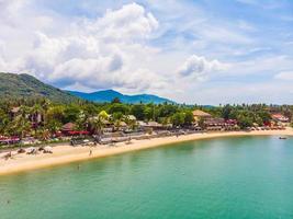 luchtfoto van een tropisch strand op het eiland Koh Samui, Thailand