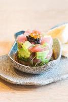 rauwe verse tonijnsashimi met avocado