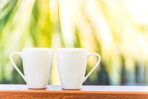 witte koffiekopjes foto