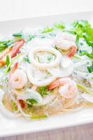 pikante salade met zeevruchten