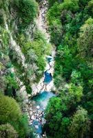 blauwe waterstroom foto