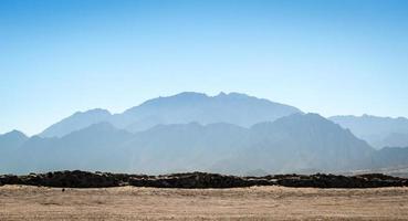 bergen en blauwe lucht