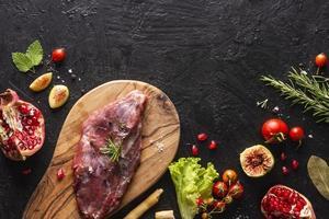 plat lag vlees concept met kopie ruimte foto