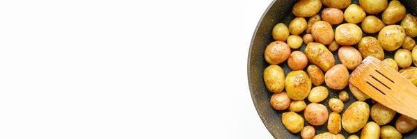 gouden geroosterde aardappelen in de schil foto
