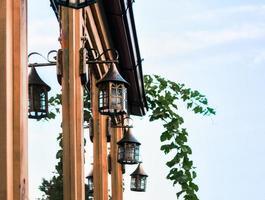 lantaarns op een gebouw foto