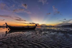 thailand natuur zonsopgang op het strand foto