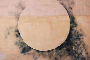 abstracte cirkel op een muur foto