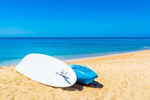 kajakboot op het strand foto